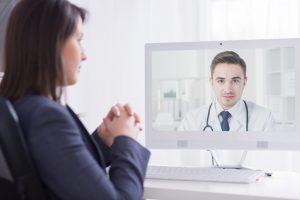Vidoesprechstunde Arzt Patientin