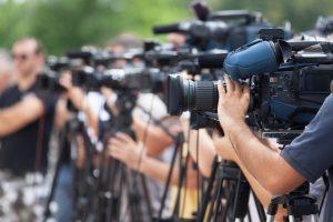 Krisenkommunikation vor laufenden Kameras