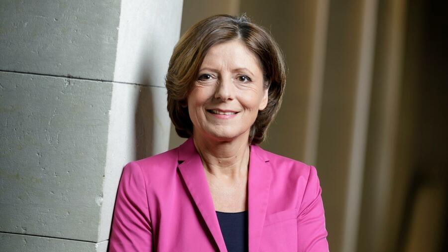 Die richtige Kameraeinstellung für Videokonferenzen: Malu Dreyer, Ministerpräsidentin von Rheinland Pfalz